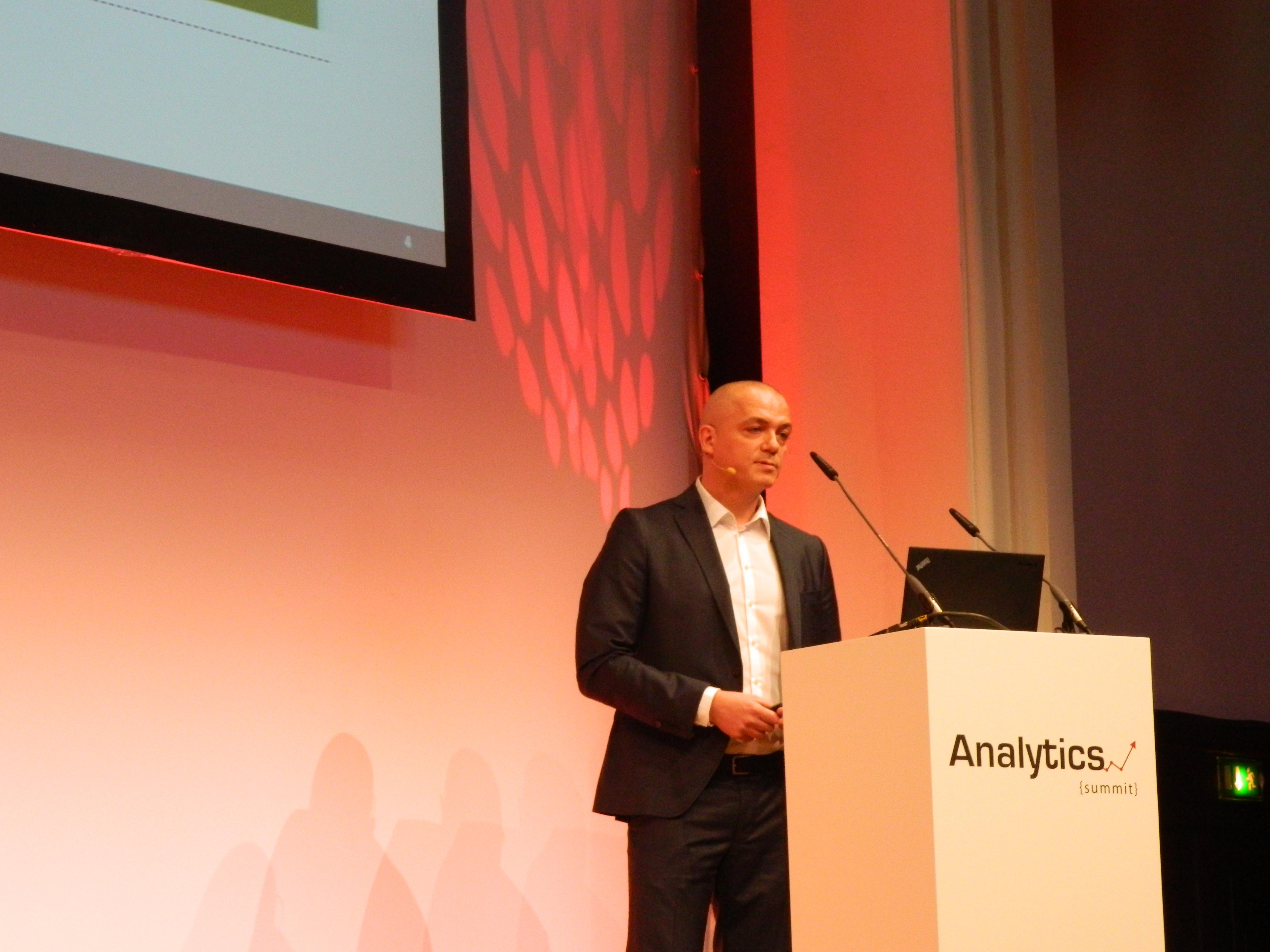 Michael Buschmann bei dem Vortrag Webanalyse für das Management