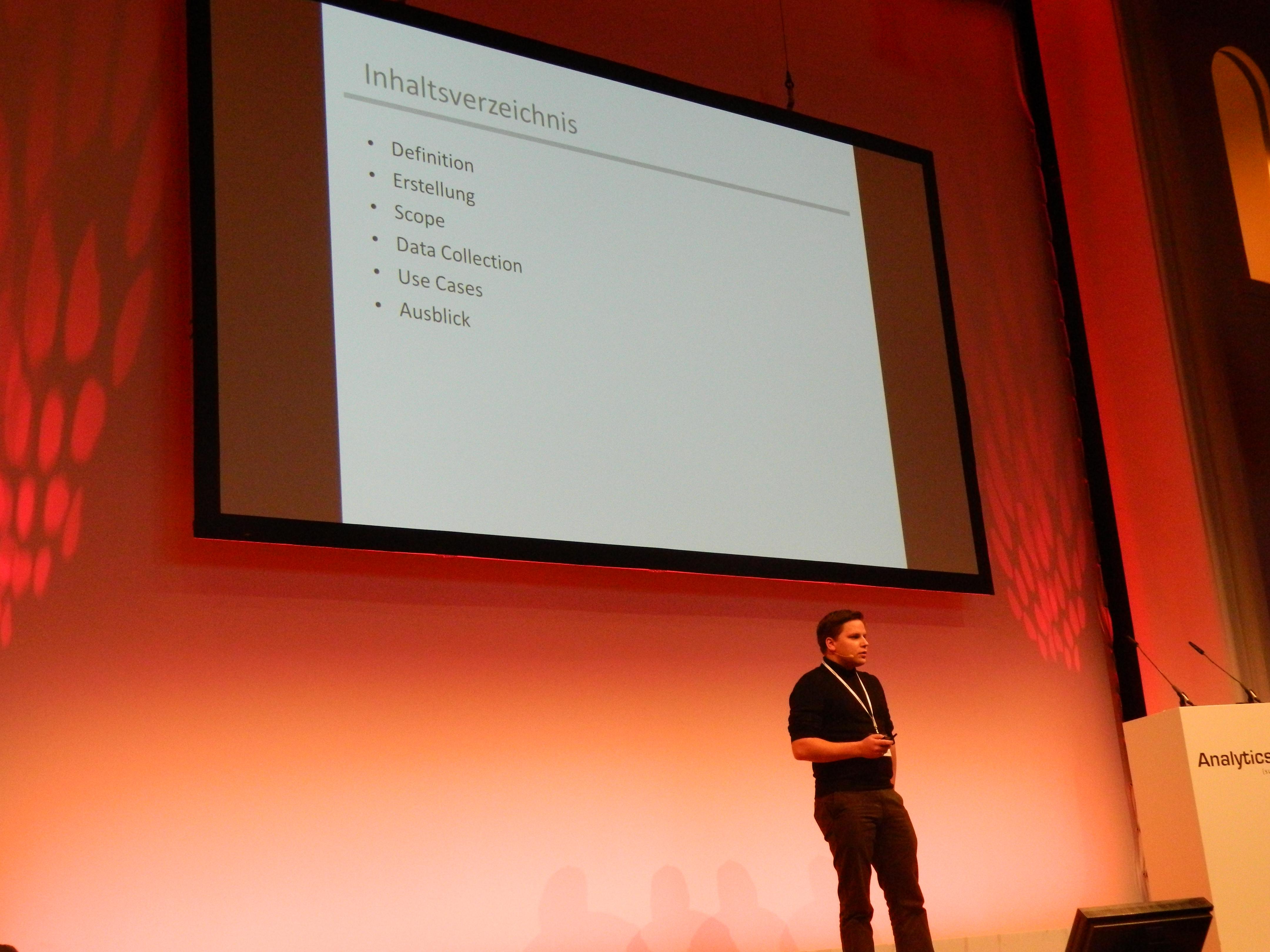 Simon Ritter bei dem Votrag Custom Dimensions in Google Analytics
