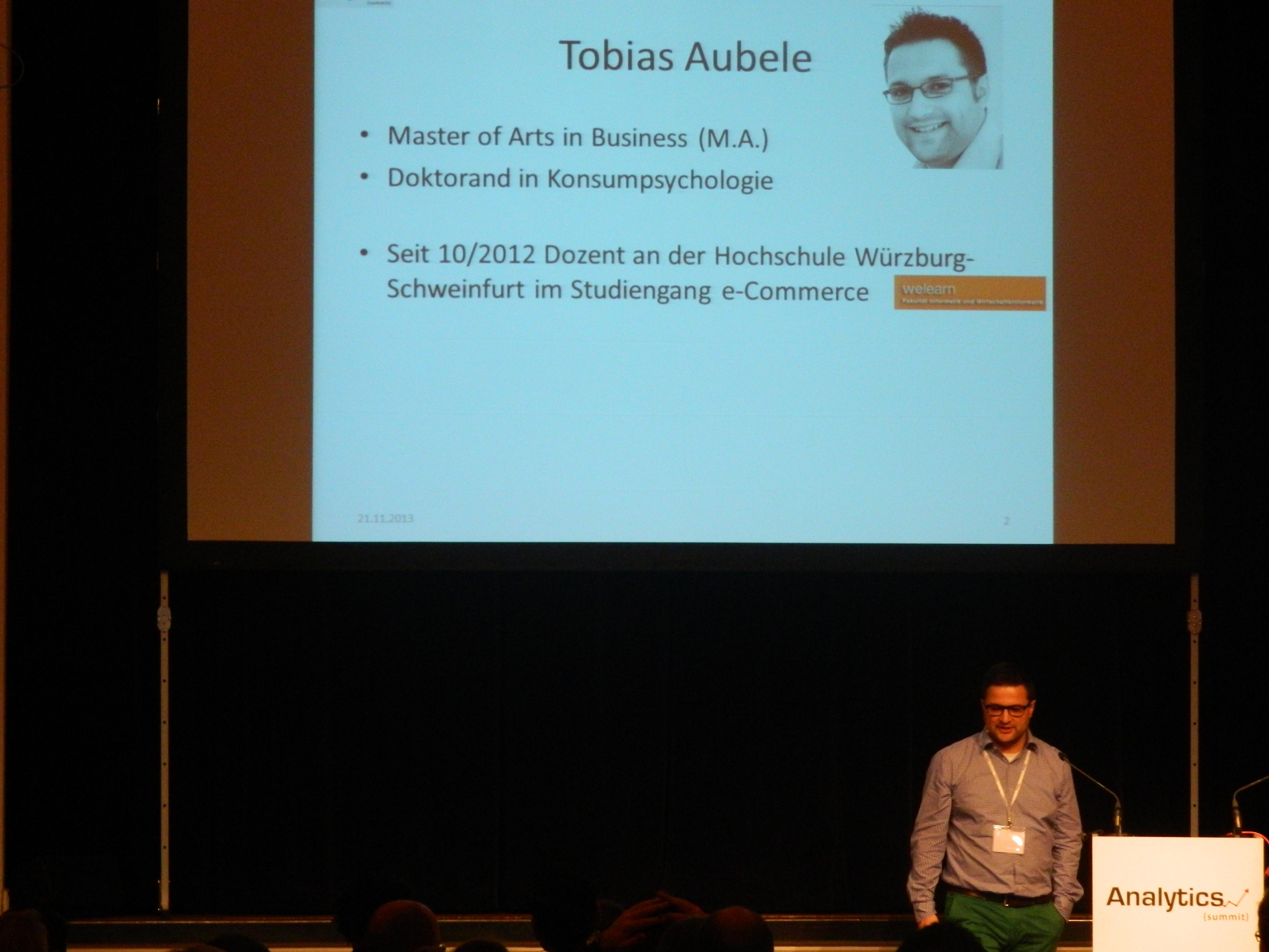Tobias Aubele bei seinem Vortrag zu Dashboarding mit Excel Plugins
